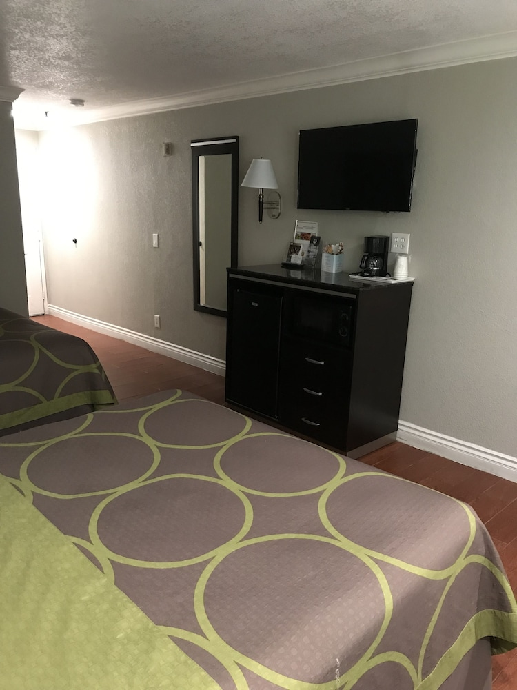 Room, Super 8 by Wyndham Inglewood/LAX/LA Airport