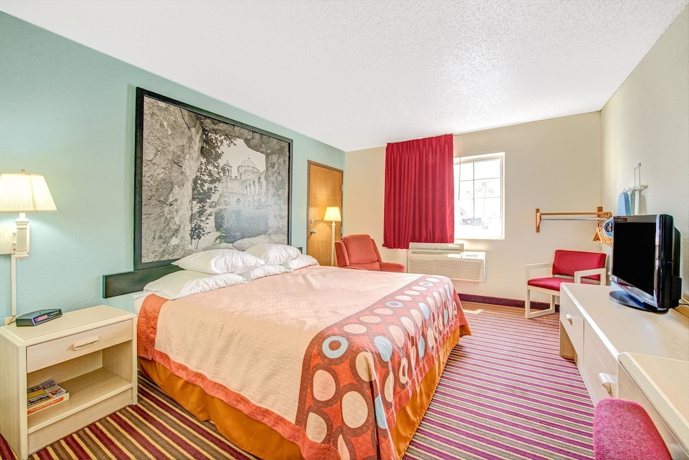 Room, Super 8 by Wyndham San Antonio/Fiesta