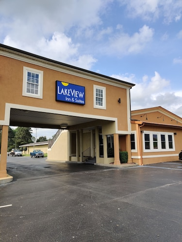 Lake View Inn & Suites