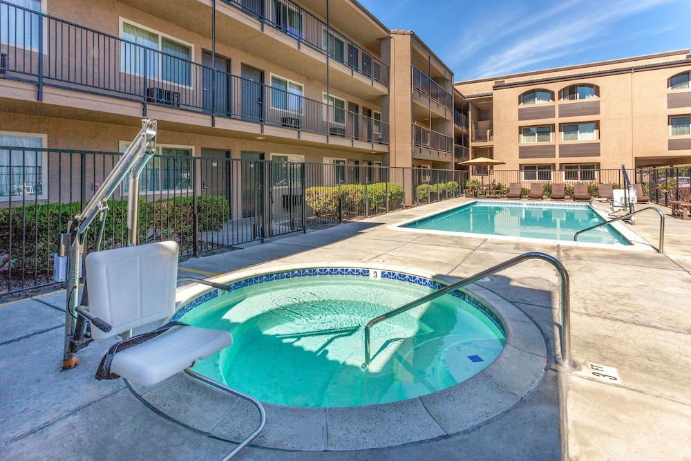 Pool, Super 8 by Wyndham Escondido