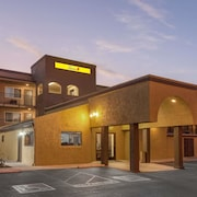 Super 8 by Wyndham Escondido