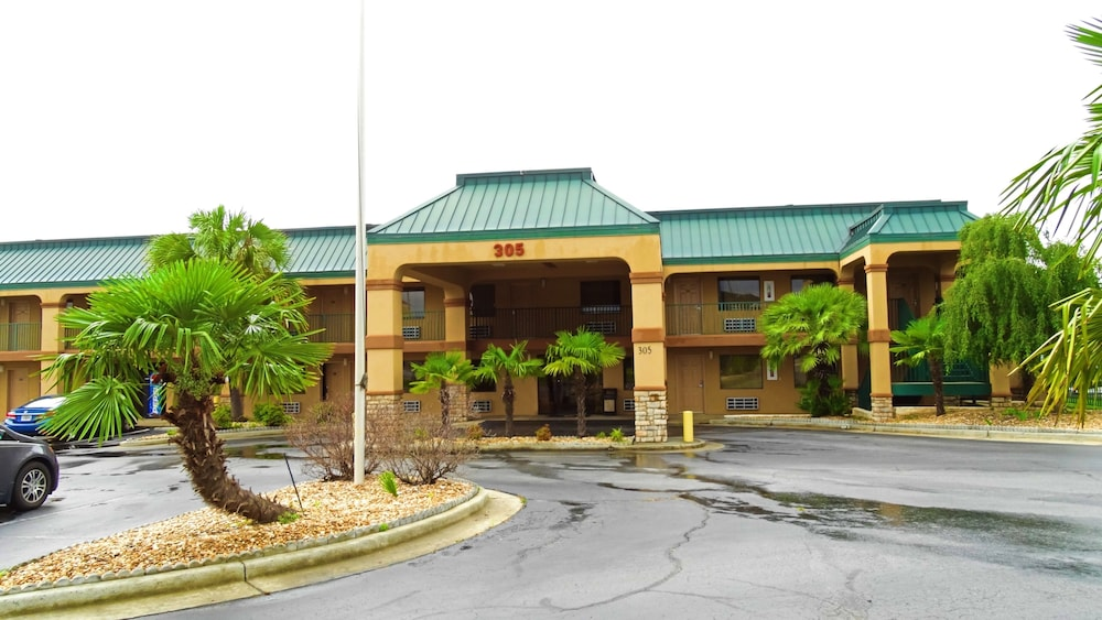 Super 8 by Wyndham Byron/South Macon: 2019 Room Prices $55