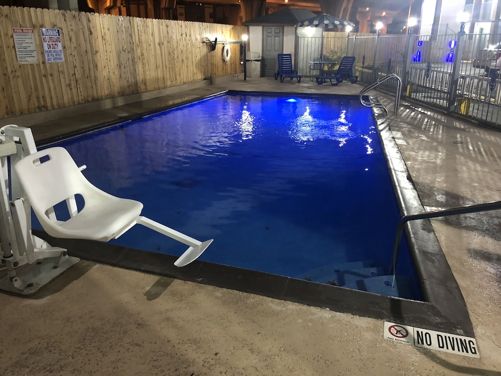 Pool, Super 8 by Wyndham San Antonio Downtown/Alamo