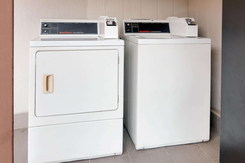 Laundry Room, Super 8 by Wyndham San Antonio Downtown/Alamo