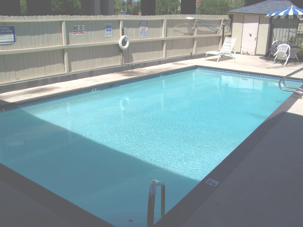 Outdoor Pool, Super 8 by Wyndham San Antonio Downtown/Alamo