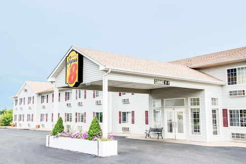 Check Expedia for Availability of Super 8 by Wyndham Neosho