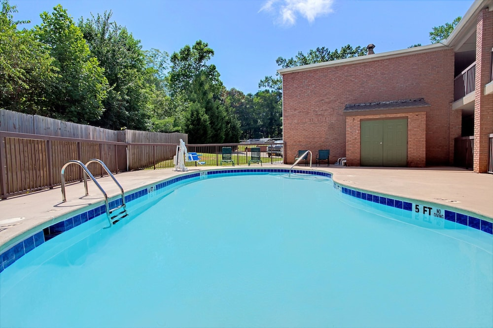 Pool, Super 8 by Wyndham Acworth/Atlanta Area