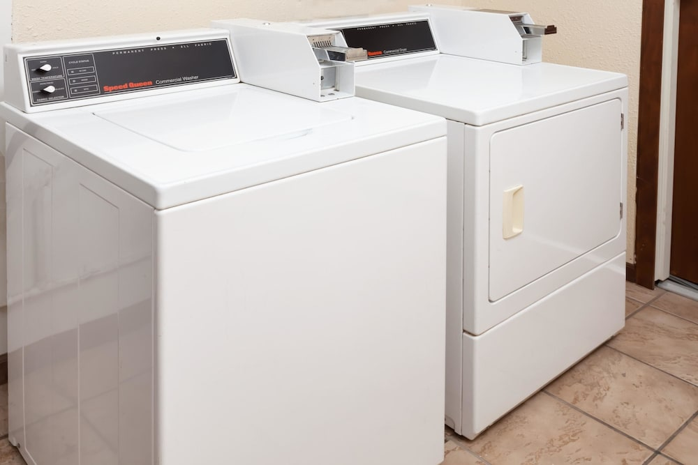Laundry Room, Super 8 by Wyndham Lincoln