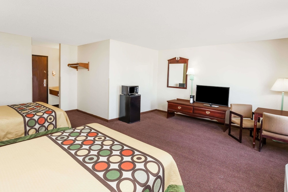 Room, Super 8 by Wyndham Lincoln