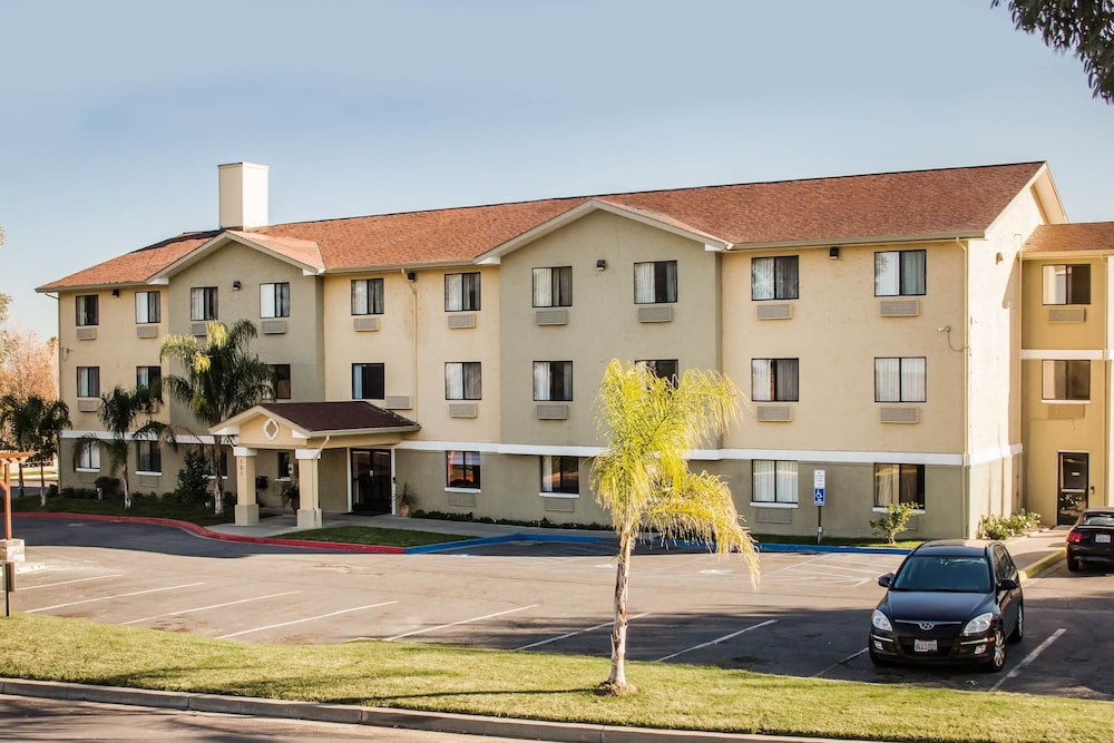 Super 8 by Wyndham Vacaville: 2019 Room Prices $77, Deals