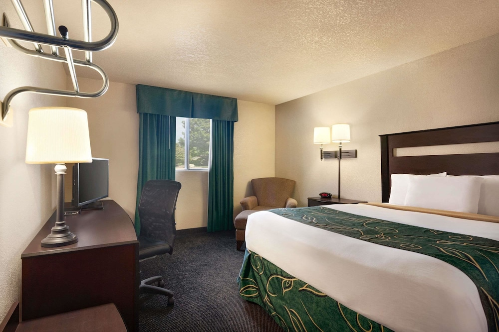 Room, Travelodge by Wyndham Jefferson City