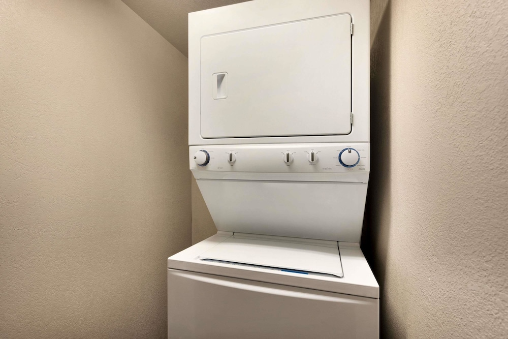 Laundry Room, Travelodge by Wyndham Jefferson City