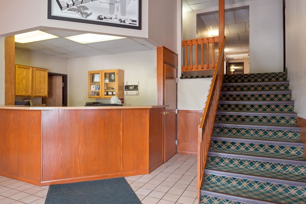 Lobby, Super 8 by Wyndham Omaha NE