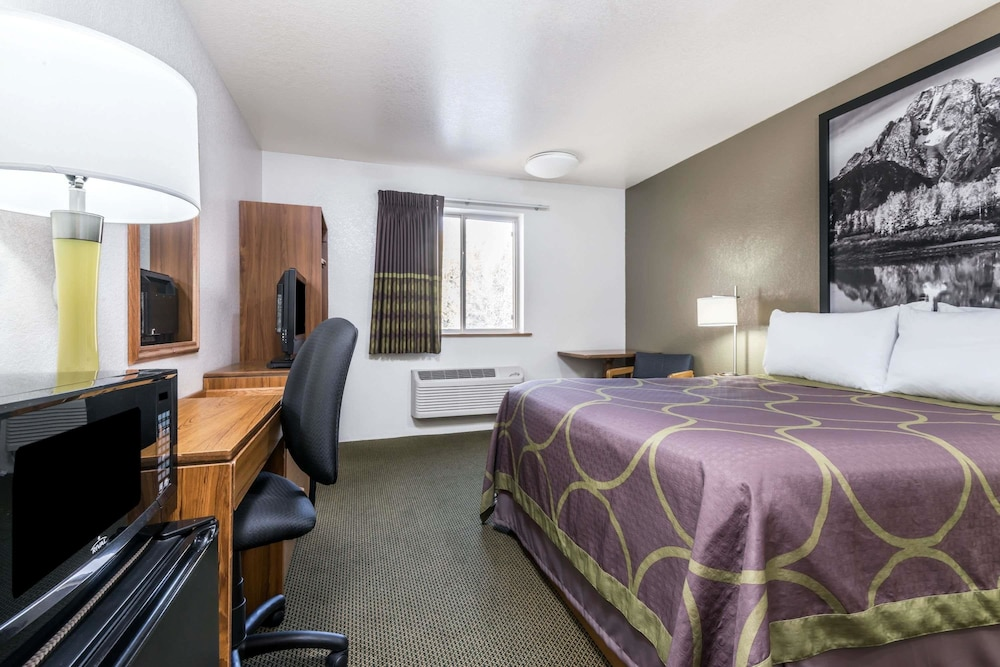 Room, Super 8 by Wyndham Missoula/Reserve St.