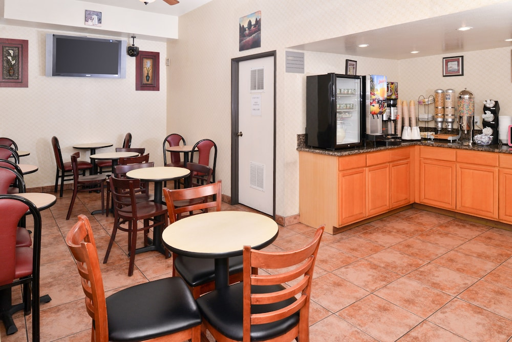 Breakfast Area, Americas Best Value Inn & Suites El Monte Los Angeles