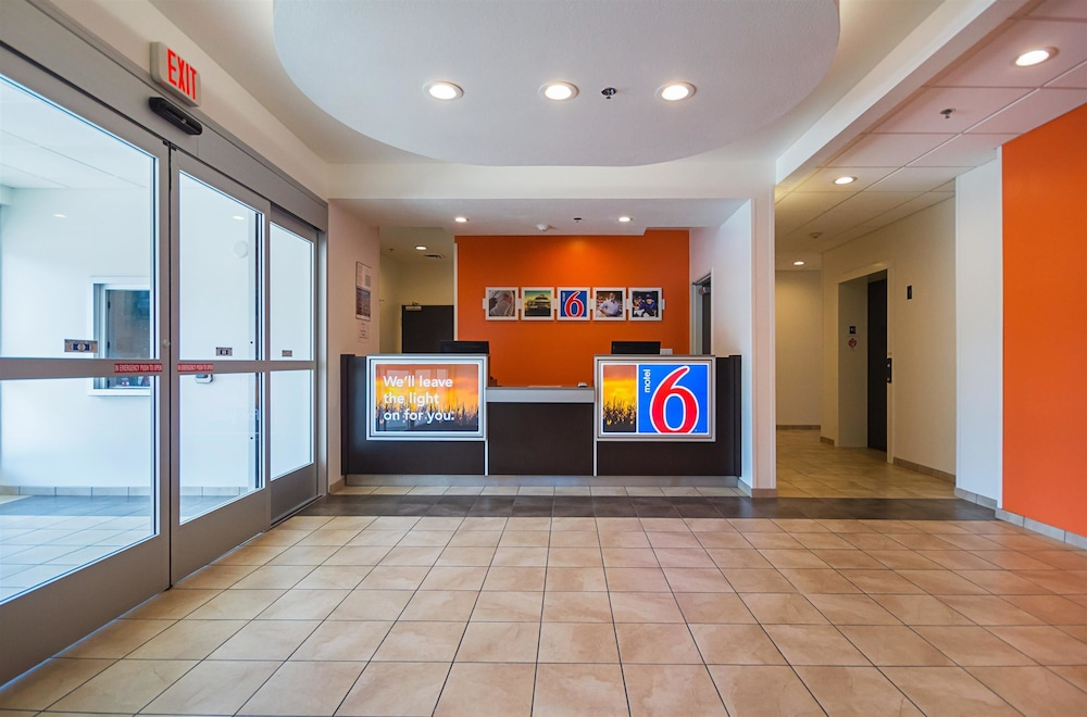 Lobby, Motel 6 South Bend, IN - Mishawaka