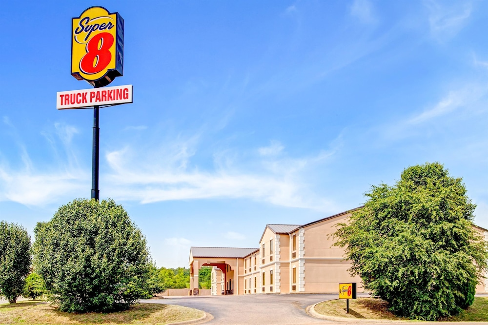 Super 8 by Wyndham Forrest City AR in Forrest City | Cheap Hotel