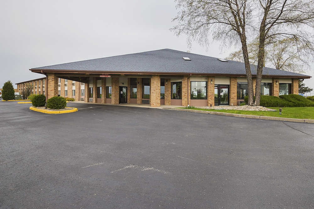 Front of Property, Quality Inn Waverly
