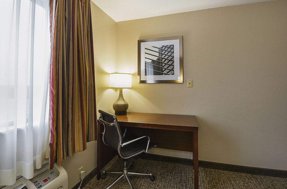 In-Room Business Center, Quality Inn Waverly