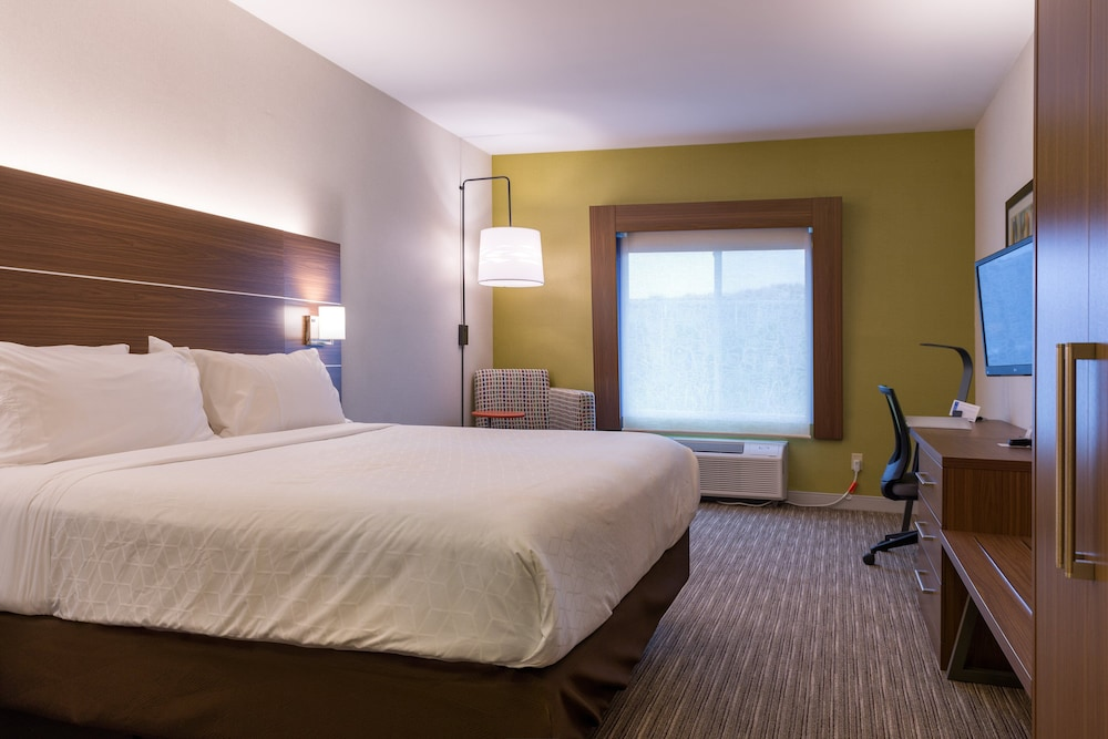 Room, Holiday Inn Express Branford-New Haven