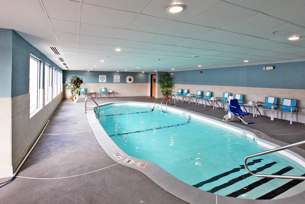 Pool, Holiday Inn Express Branford-New Haven