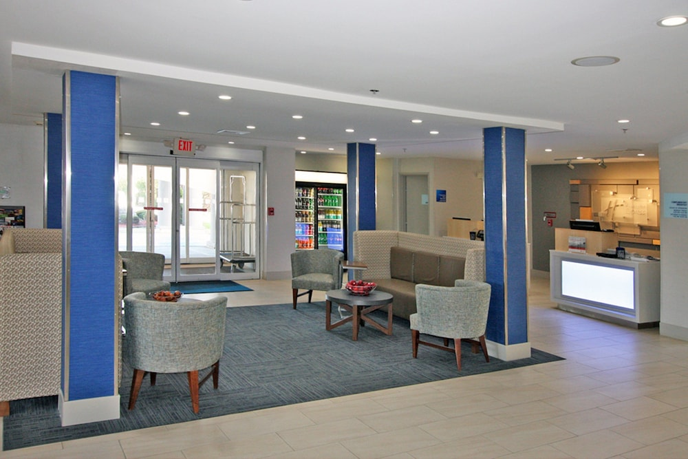 Lobby, Holiday Inn Express Branford-New Haven