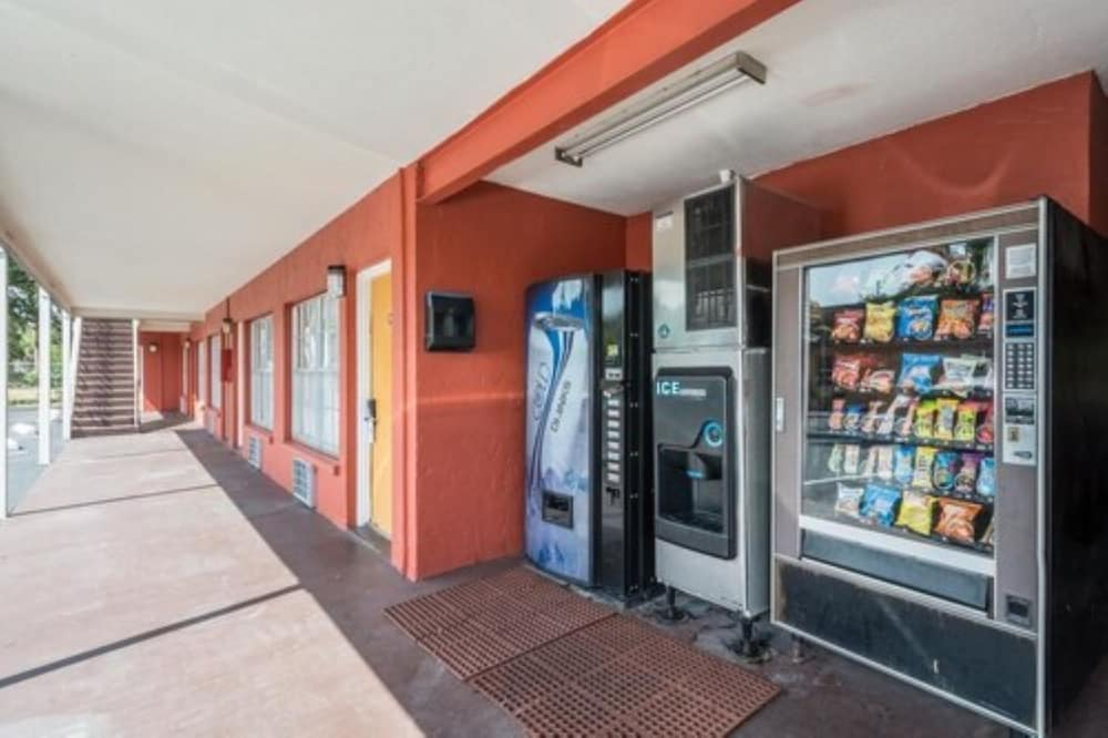 Vending Machine, SureStay Hotel by Best Western Sarasota North