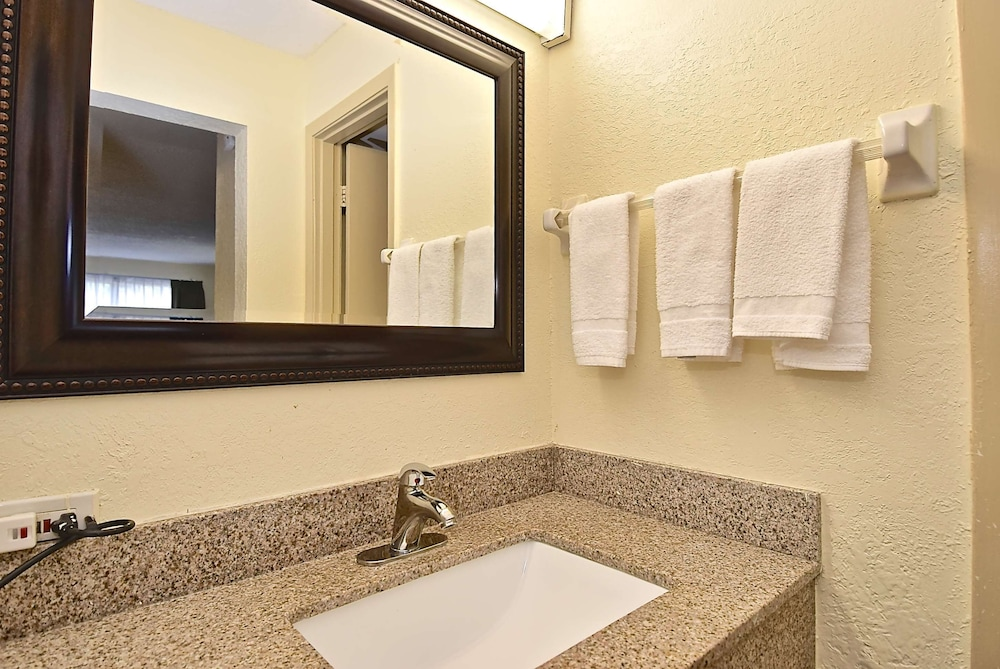Bathroom, SureStay Hotel by Best Western Sarasota North