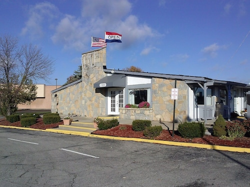 Great Place to stay Westwoods Inn & Suites near Woodhaven