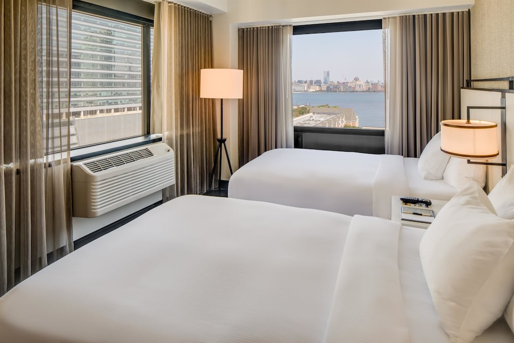 Room, DoubleTree by Hilton Hotel & Suites Jersey City