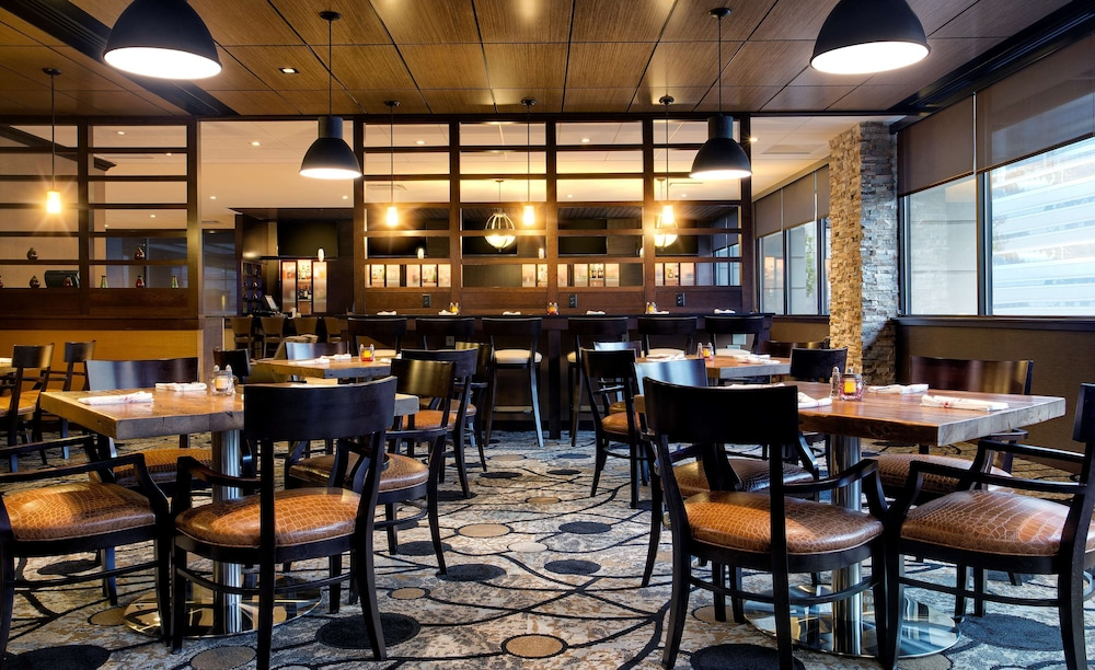 Restaurant, DoubleTree by Hilton Hotel & Suites Jersey City