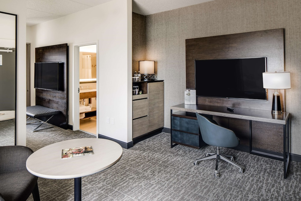 Living Area, DoubleTree by Hilton Hotel & Suites Jersey City