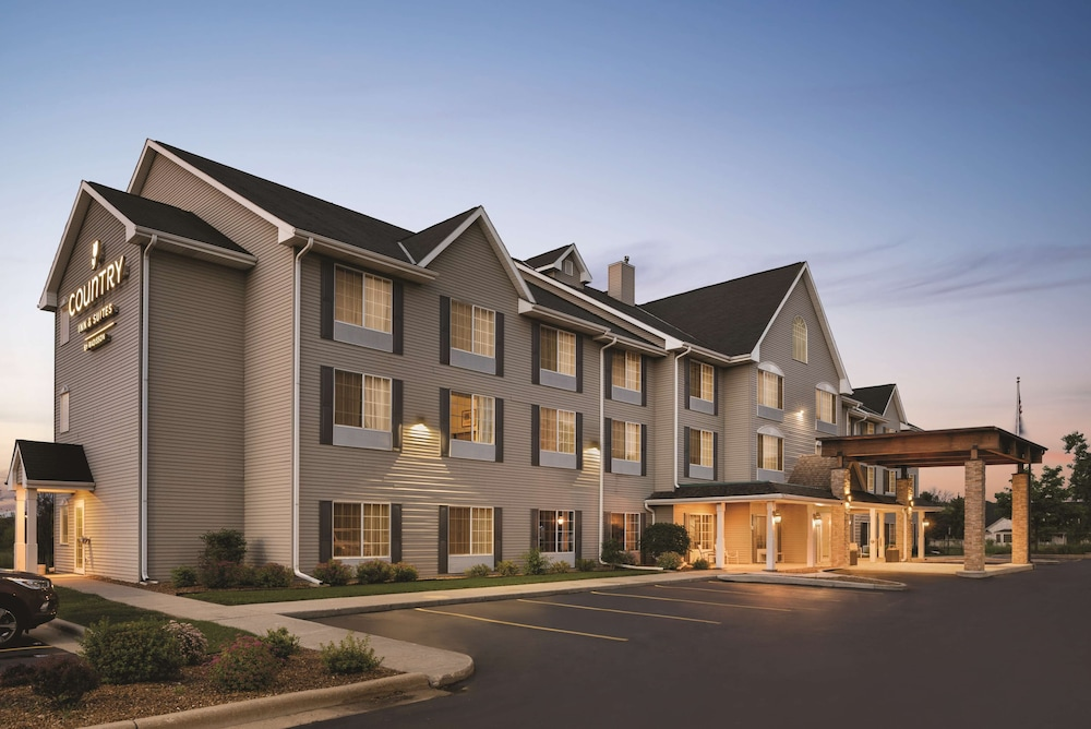 Exterior, Country Inn & Suites by Radisson, West Bend, WI
