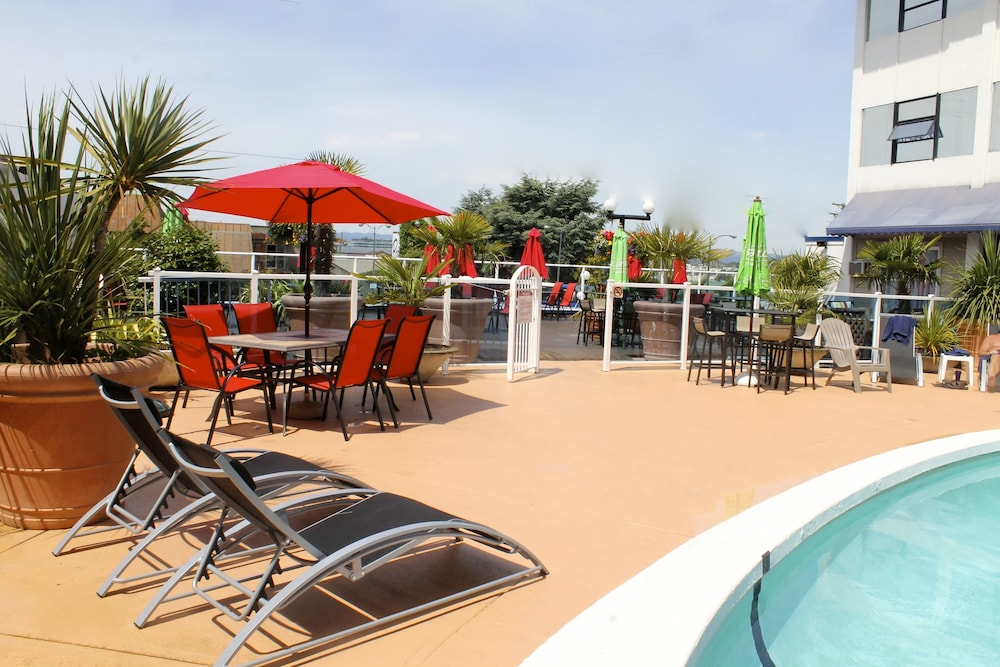 Outdoor Pool, Capital CityCenter Hotel