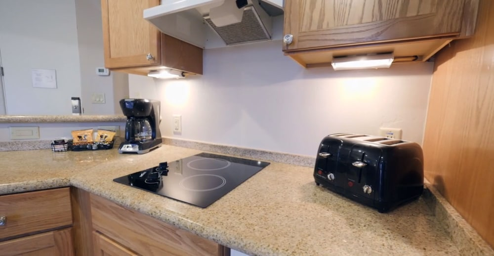 Private Kitchenette, Bell Rock Inn by Diamond Resorts