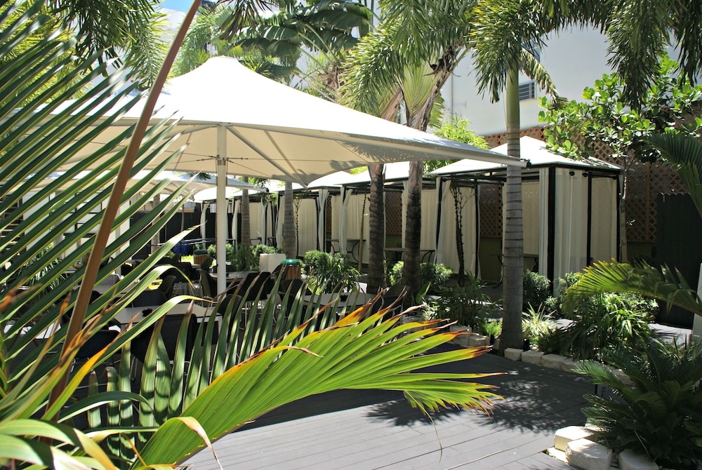 Courtyard, South Beach Plaza Hotel