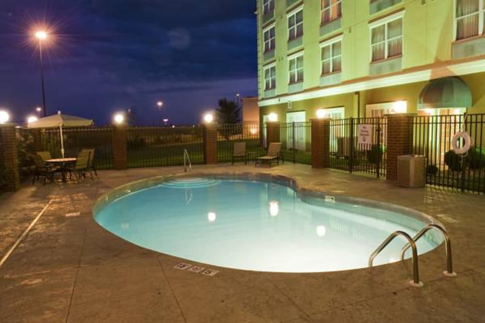 Outdoor Pool, Country Inn & Suites by Radisson, Evansville, IN