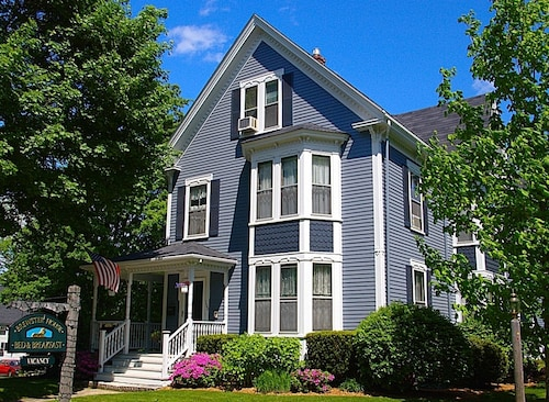Great Place to stay Brewster House Bed & Breakfast near Freeport