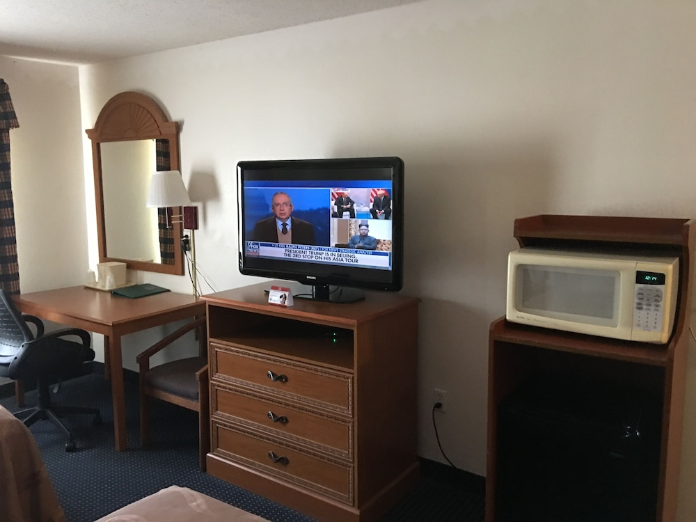 Room Amenity, Quality Inn Kalamazoo