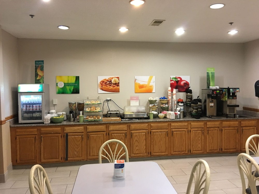 Breakfast Area, Quality Inn Kalamazoo