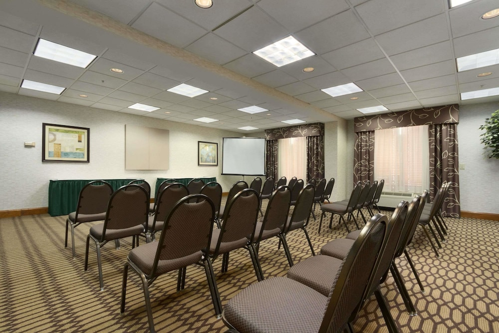 Meeting Facility, Wingate by Wyndham Fayetteville
