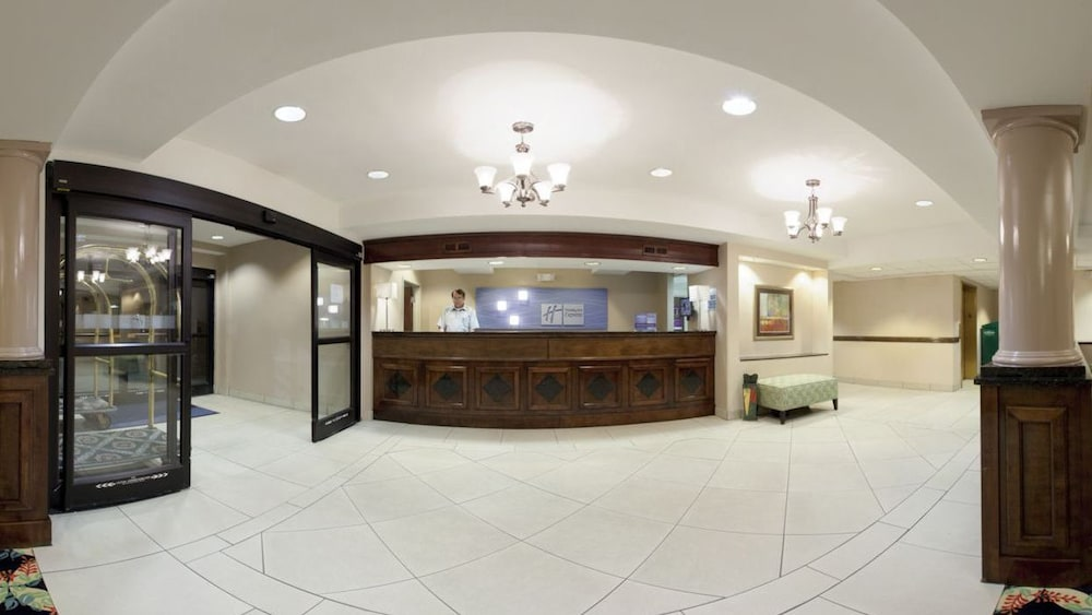 Holiday Inn Express And Suites Myrtle Beach 2 5 Out Of 0 Restaurant Interior Entrance