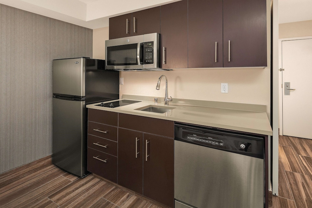 Private Kitchen, Hampton Inn & Suites Seattle North - Lynnwood