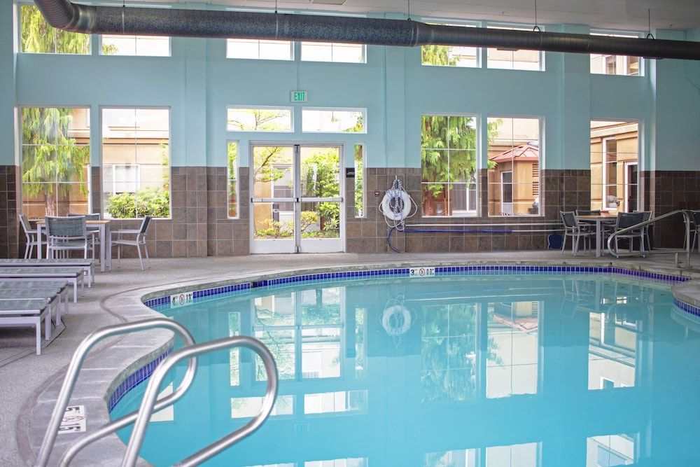 Indoor Pool, Hampton Inn & Suites Seattle North - Lynnwood