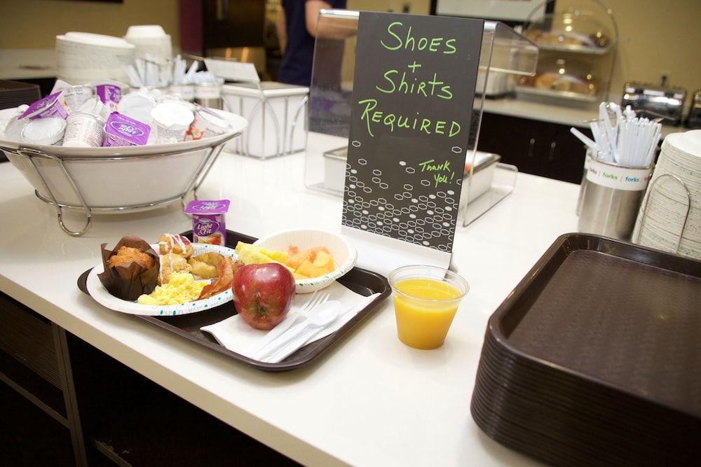 Breakfast Meal, Hampton Inn & Suites Seattle North - Lynnwood