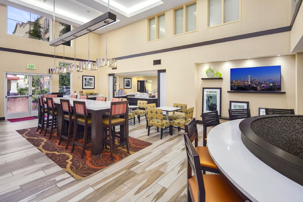 Breakfast Area, Hampton Inn & Suites Seattle North - Lynnwood
