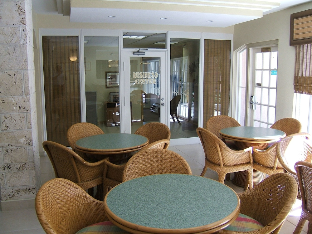 Lobby Lounge, Castaways Resort and Suites