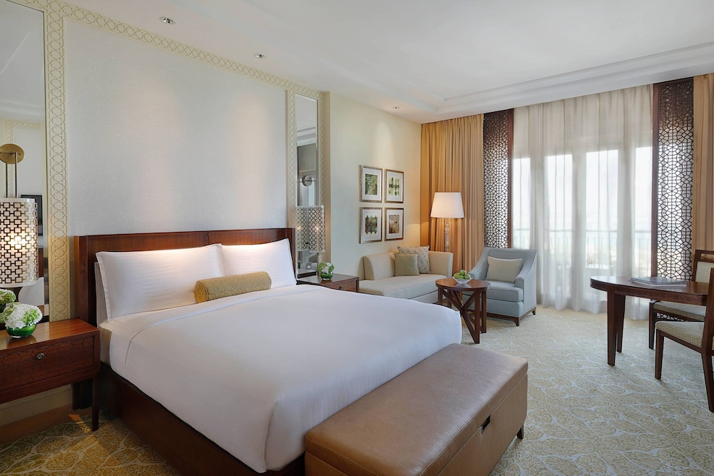 Room, The Ritz-Carlton, Dubai