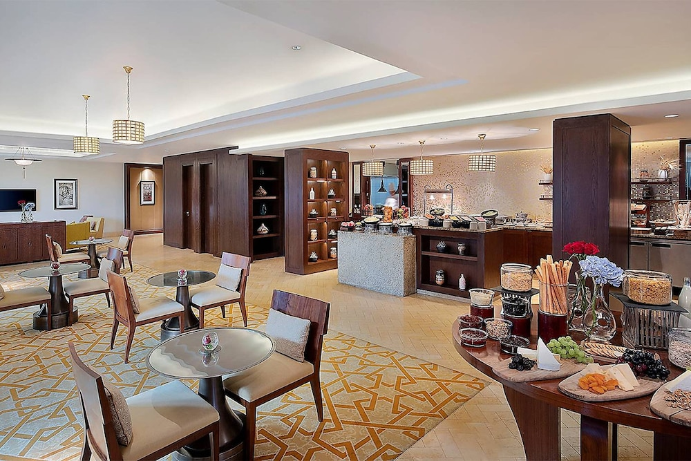 Executive Lounge, The Ritz-Carlton, Dubai