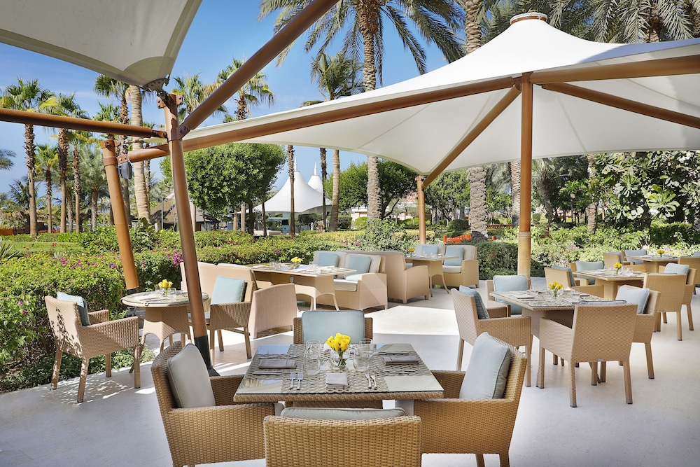 Breakfast Area, The Ritz-Carlton, Dubai